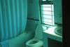 Loads_inn_bathroom