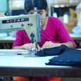 繊維工場で働く女性たち